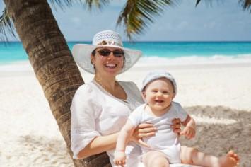 Малыш и солнце: как защитить ребёнка от опасных лучей