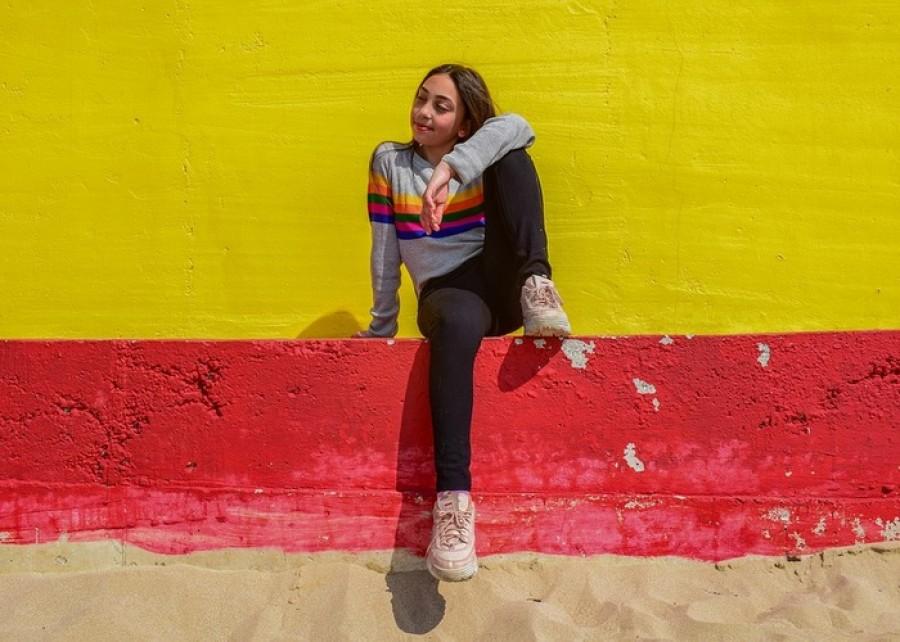 Разноцветные школы, красные стены и зеленый стол: как окружающие цвета влияют на психику ребенка