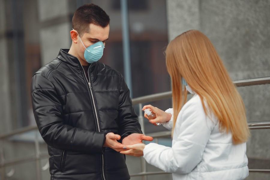 Защита от коронавируса: как сделать маску и антисептик своими руками