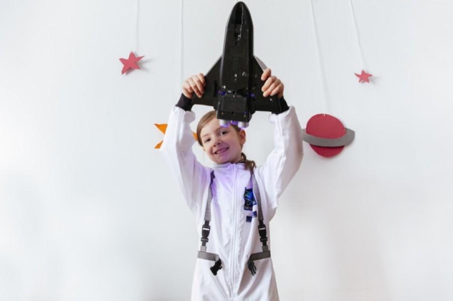 Воспитываем Илона Маска: топ-10 видео, которые заинтересуют детей наукой и космосом