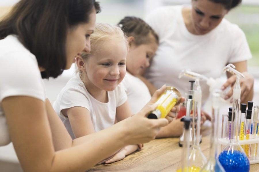 Веселимся с пользой: топ экспериментов для детей с водой