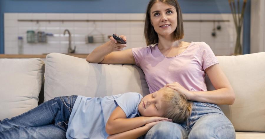 Когда мама устала: топ-10 аудиосказок для детей на ночь