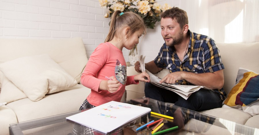 Как правильно обсуждать с детьми новости и нужно ли это