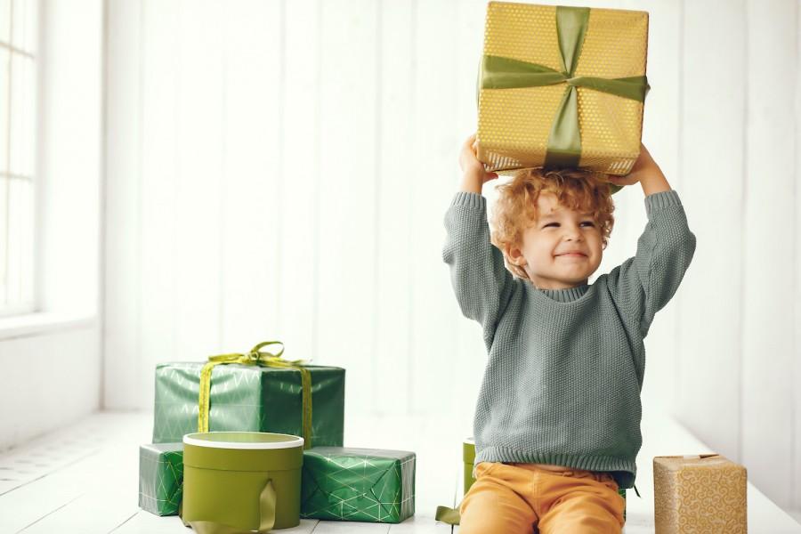 Как выбрать игрушку для ребёнка: инструкция по выбору подарка по возрасту