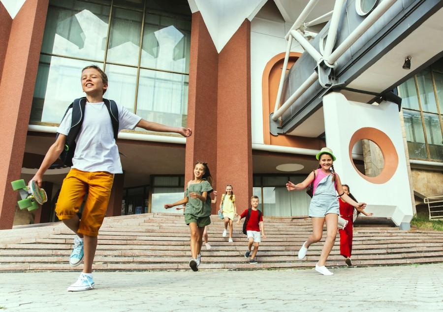 Гаджеты на полку: чем занять ребенка на летних каникулах