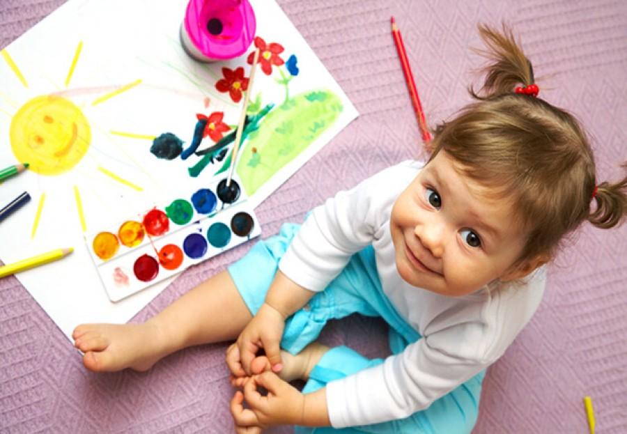 Приучаем малыша к рисованию: как развить творческие способности крохи