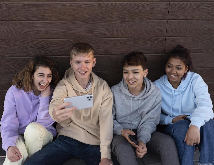 Как киберпространство влияет на подростков: результаты исследования