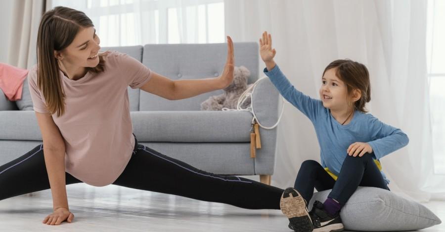 Держим себя в форме: каким спортом можно заниматься с детьми дома