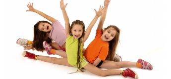 Современные танцы для детей в семейном клубе Shalom baby