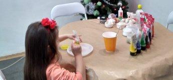 Художній розпис керамічних новорічних прикрас